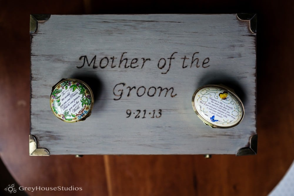 winvian wedding photos parent gifts detail getting ready