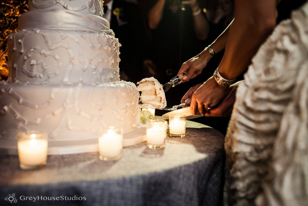 winvian wedding reception bride groom cutting cake photos